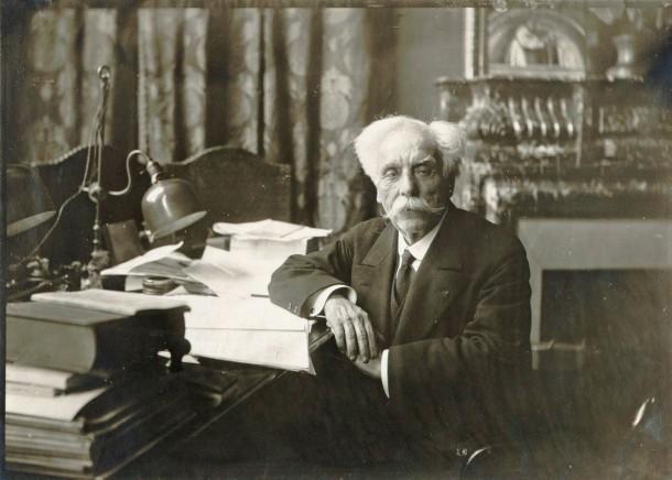 Gabriel Fauré au piano